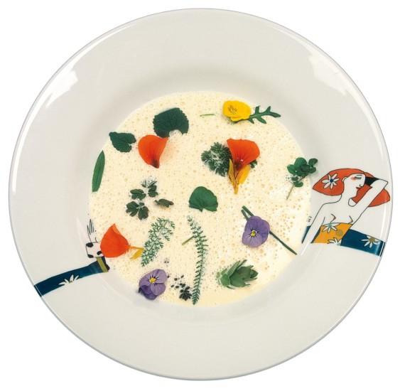 Rahmsuppe mit Wiesenkräutern